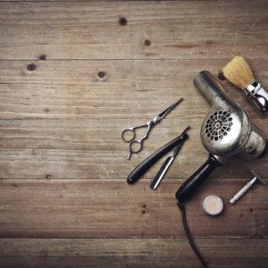 aide de coiffage, pince, bonnet, pinceau, bol etc..